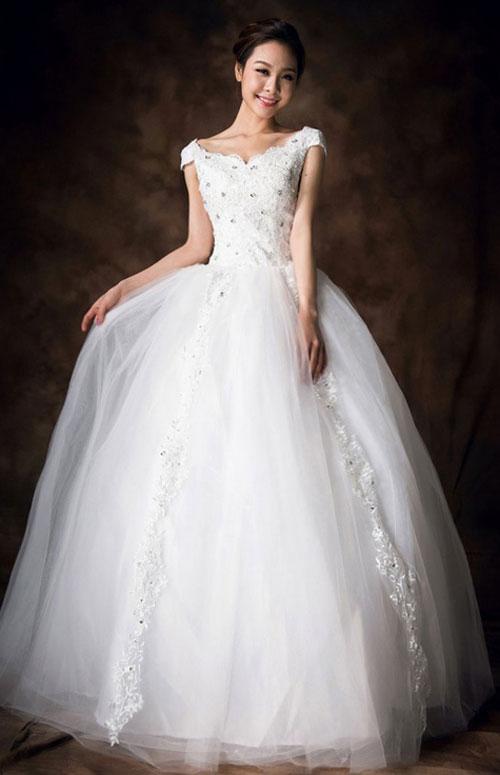 Chọn áo cưới che khuyết điểm vòng 1