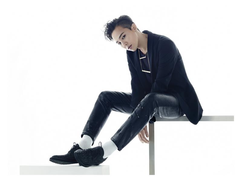 G-Dragon và một đôi giày do anh và nhà thiết kế bậc thầy Giuseppe Zanotti phối hợp thiết kế