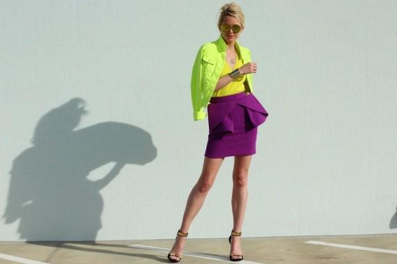Trang phục phối màu vàng tim cực nổi bật