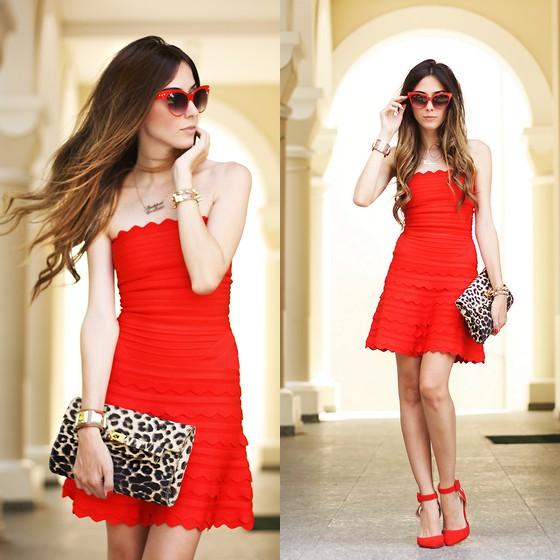 trang phục màu đỏ