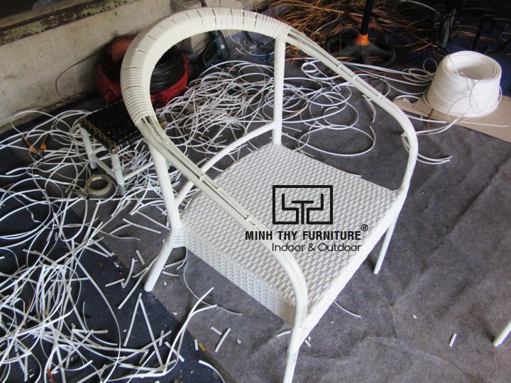 Cách Nội thất Minh Thy sản xuất những sản phẩm ghế cafe mây nhựa chất lượng