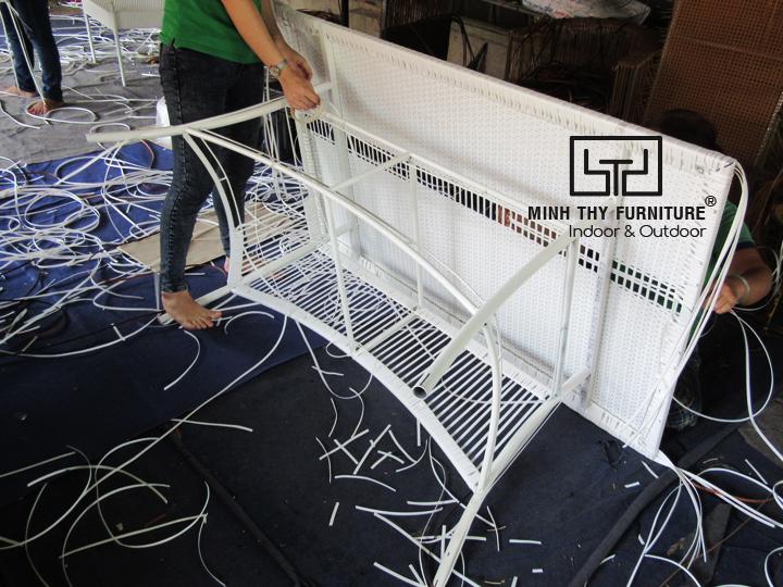 Thời gian để đan hoàn thiện sản phẩm bàn ăn nhựa giả mây