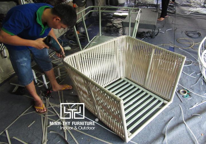 Sofa mây nhựa MT1A73 được đan tạo hình như thế nào