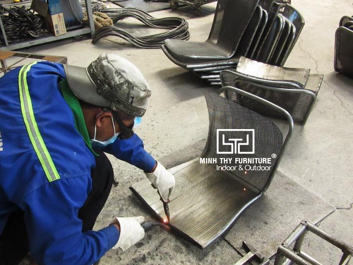 Làm sao để có mẫu ghế sắt lưới hoàn hảo