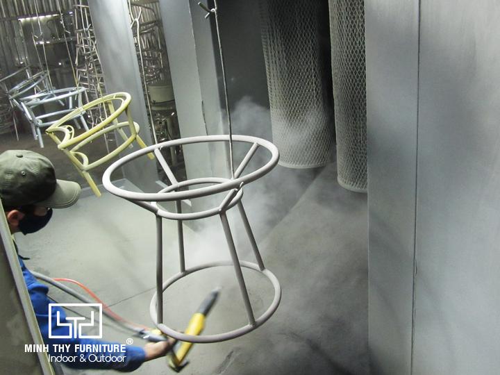 Sản xuất bàn cafe mây nhựa cho đơn hàng dự án