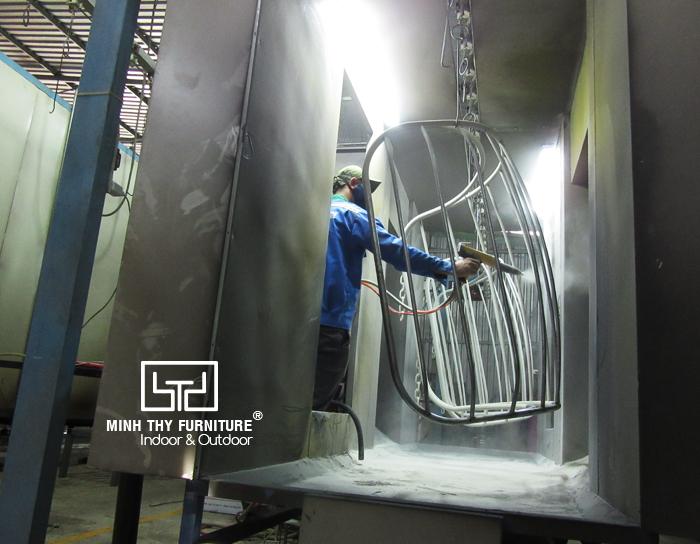 Xử lý và sơn tĩnh điện khung sắt
