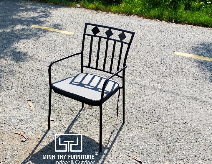 bàn ghế sắt cafe sân vườn