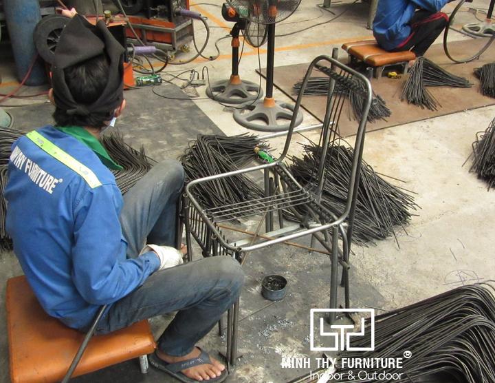 Hàn định hìnhghế sắt cafe ngoài trời BGS4003 tại xưởng cơ khí Minh Thy Furniture