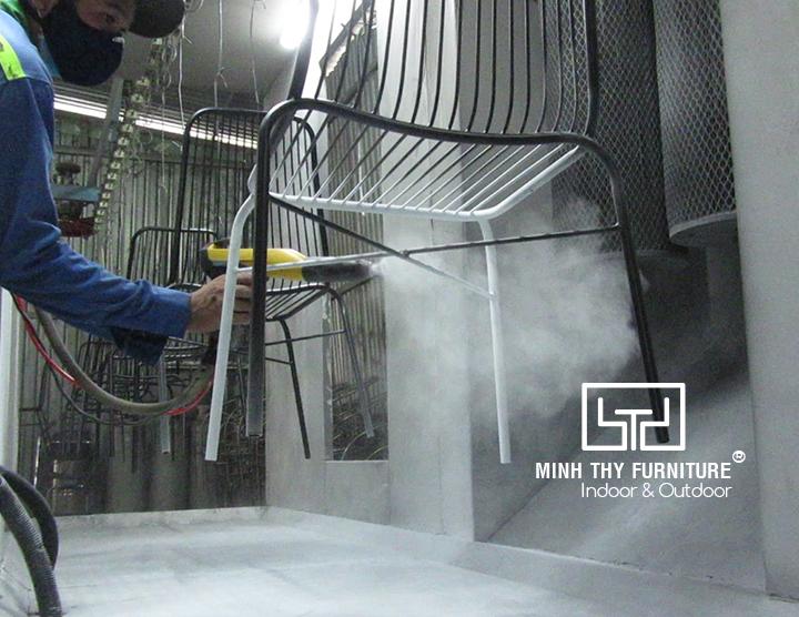 Sơn tĩnh điệnghế sắt cafe ngoài trời BGS4003 tại xưởng cơ khí Minh Thy Furniture