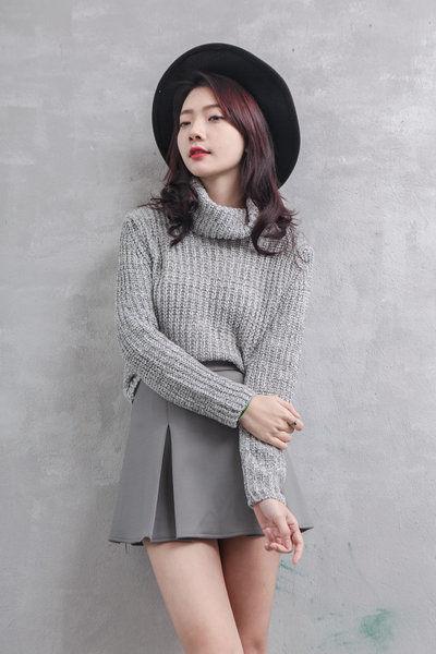 Áo len cao cổ sợi len vặn thừng