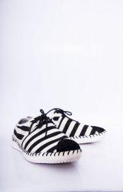 Giày nam họa tiết kẻ sọc ngang mũi đắp nhung 18035
