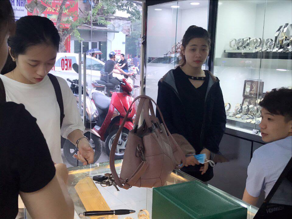 Hình ảnh khách hàng mua hàng tại Hdwatch