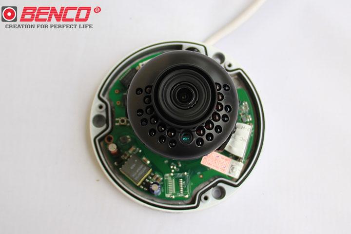 Ống kính camera trang bị 24 đèn LED
