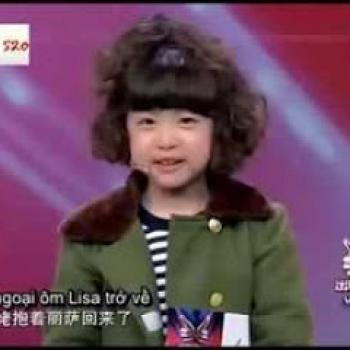 Bé gái siêu đáng yêu khiến Lý Liên Kiệt bật cười thích thú
