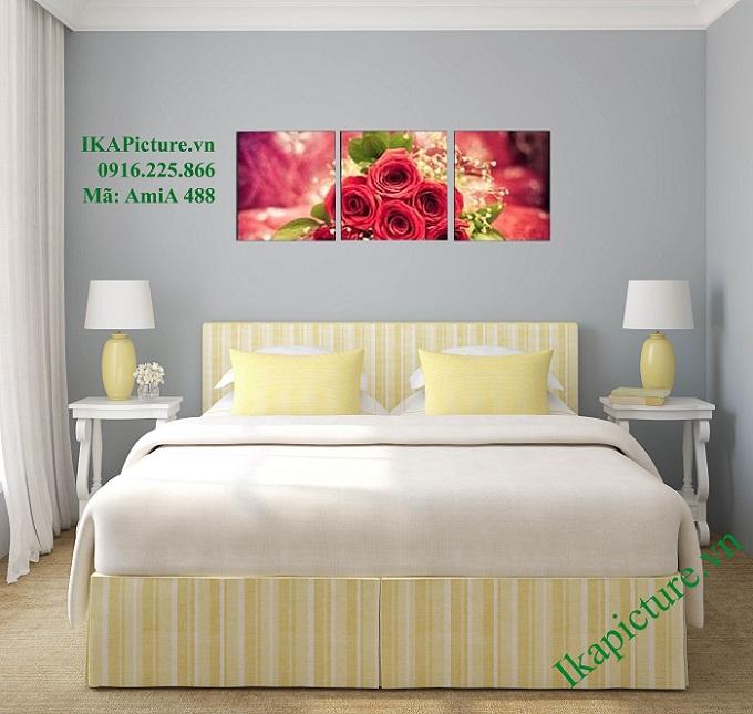 Tranh ghép bộ hoa hồng đặt treo trong không gian phòng ngủ vợ chồng vô cùng lãng mạn, tinh tế và sang trọng