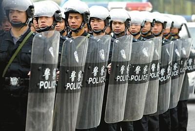 khiên chắn chống bạo động của cảnh sát