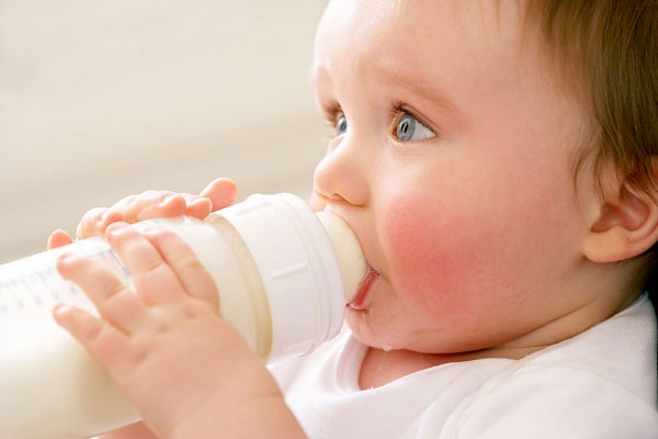chất độc hại có trong bình sữa cho trẻ em