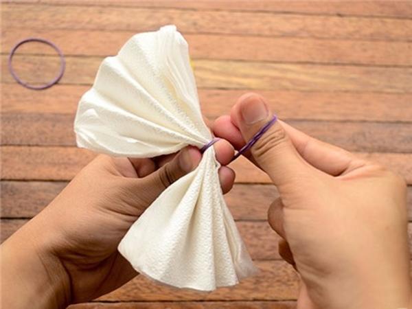 Biến giấy ăn cao cấp thành hoa cẩm chướng