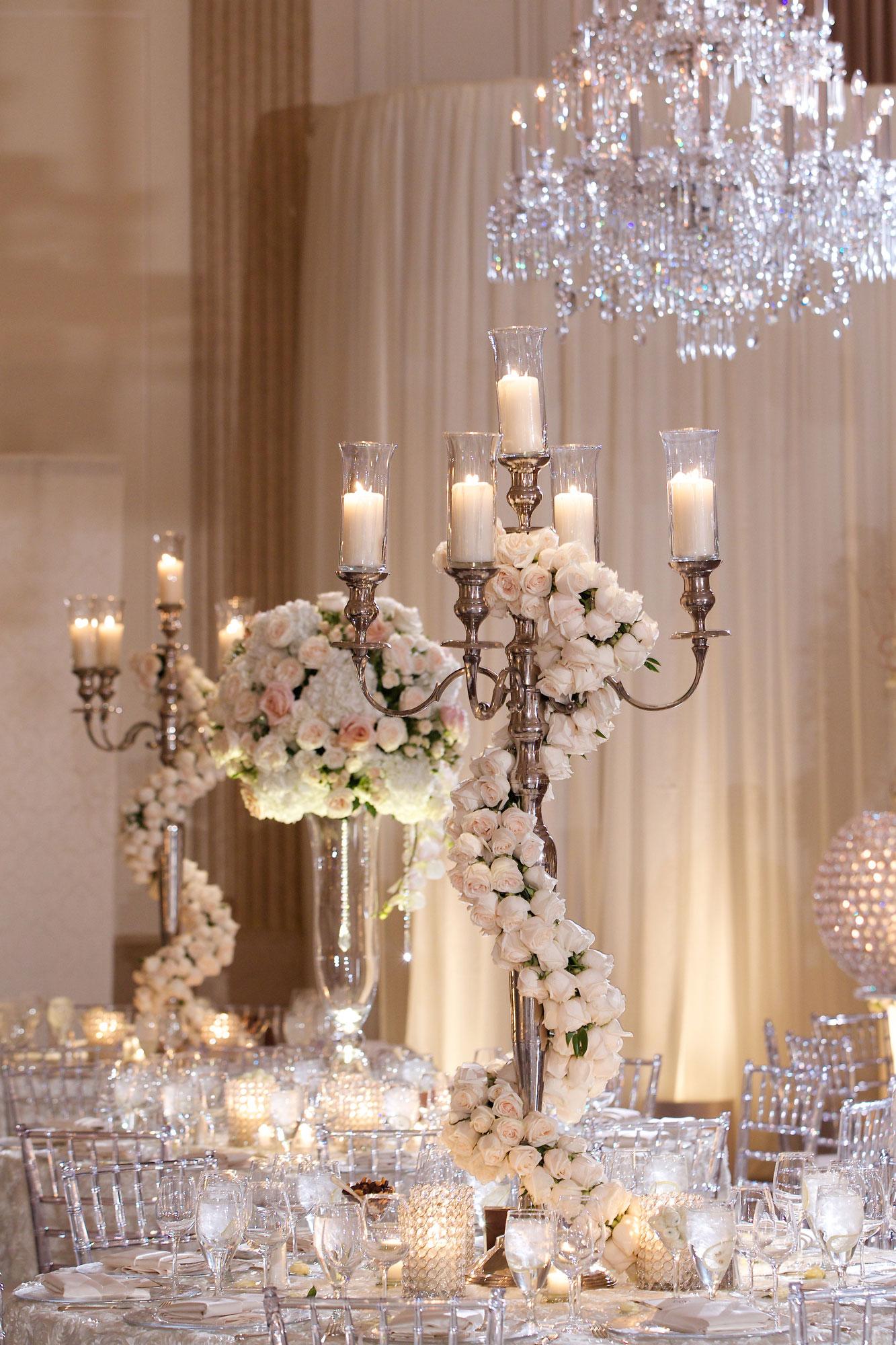 Đèn trang trí giúp cho đám cưới của bạn trở lên lung linh, huyền ảo hơn