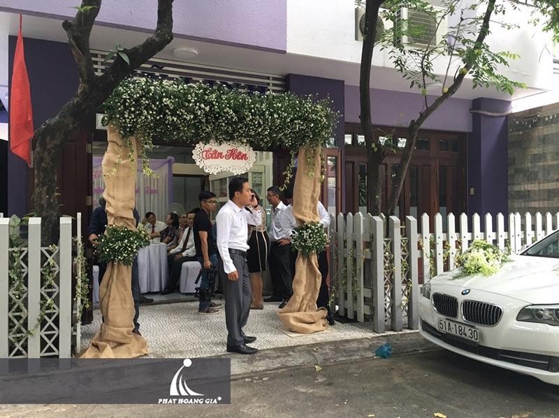 trang trí cổng hoa