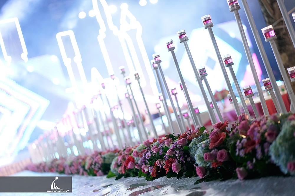 nến trong trang trí tiệc cưới ngoài trời