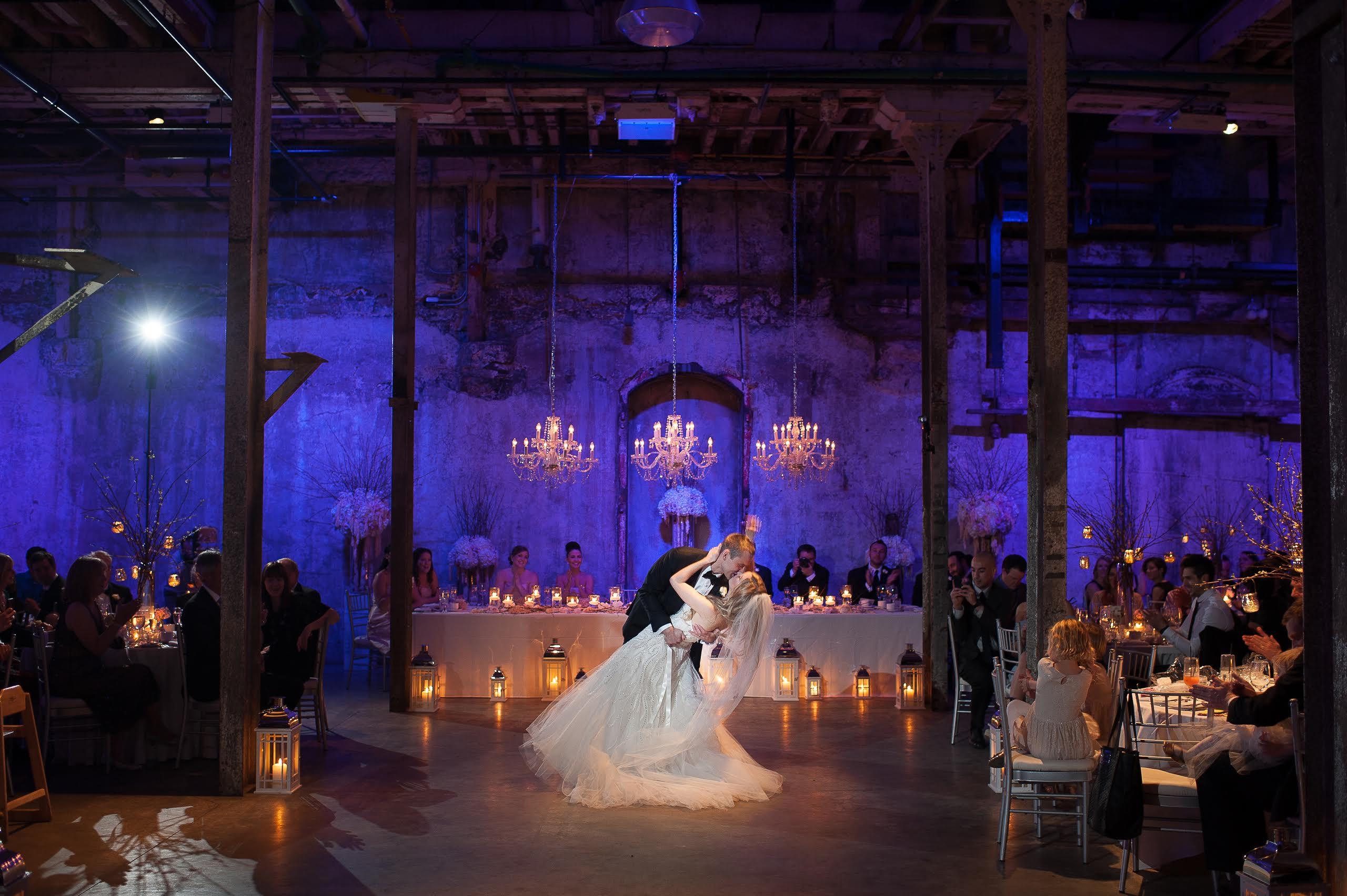 trang trí tiệc cưới với nến treo