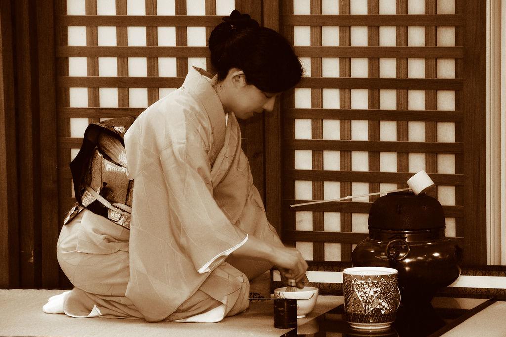 Than trắng trong văn hóa Nhật Bản