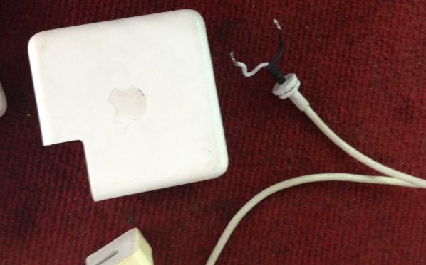 thay dây sạc macbook