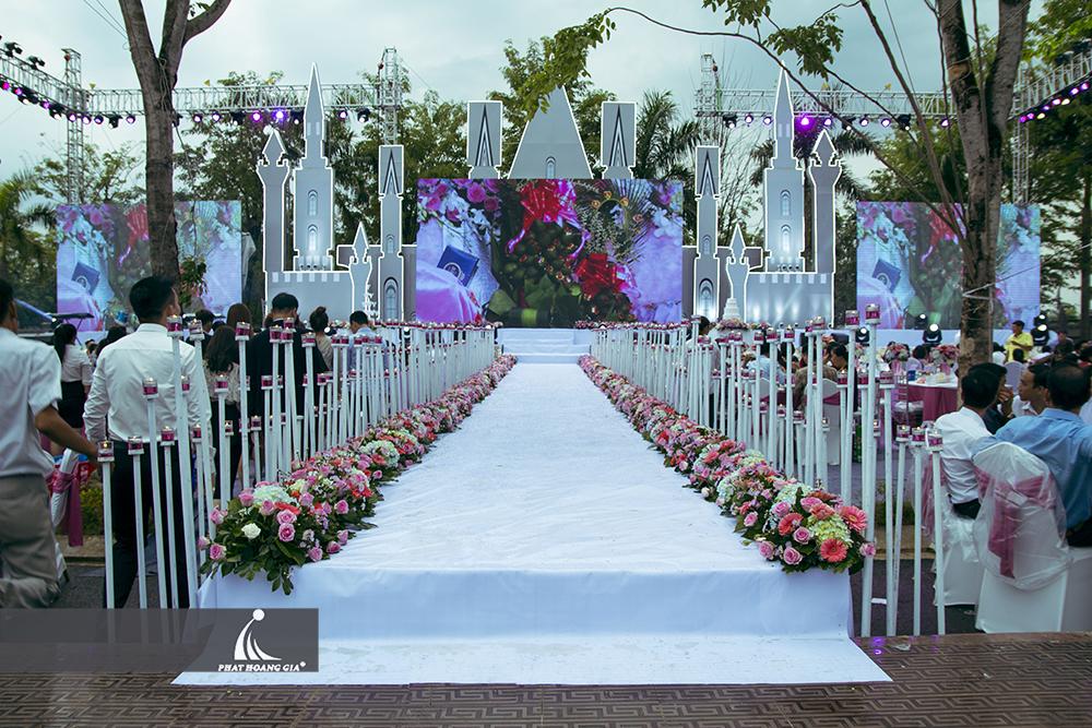 trang trí cưới ngoài trời trọn gói 12