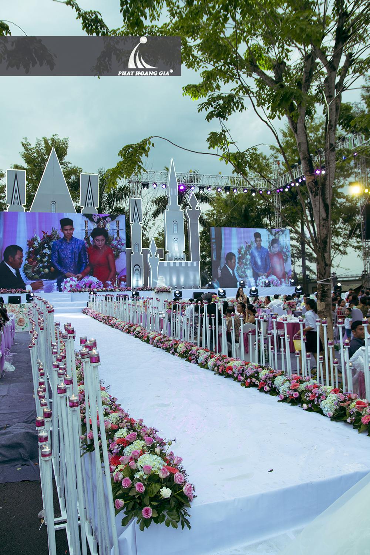 trang trí cưới ngoài trời trọn gói 14