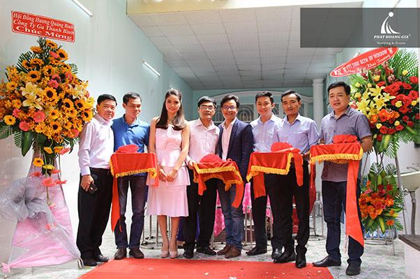 khai trương Công ty TNHH thép Việt Nhung 8