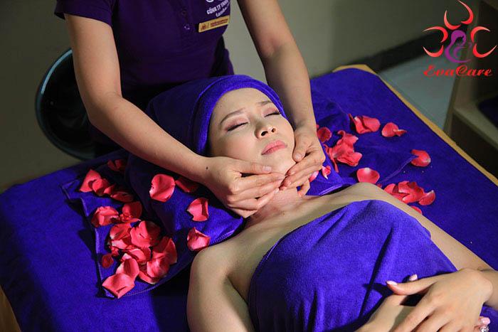 Massage chăm sóc da mặt