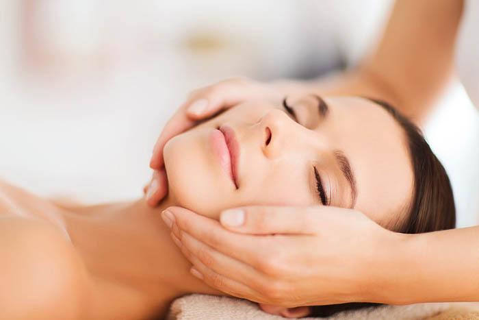 Cách chăm sóc da mặt cho mẹ sau sinh