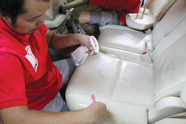 rửa ghế da ô tô