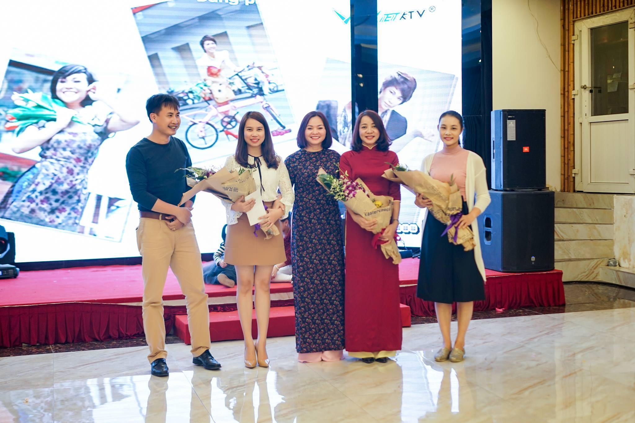Vinh danh Cán bộ quản lý của Nhà trường: Cô Huyền Ngọc, cô Vi Dung, cô Thùy Dung
