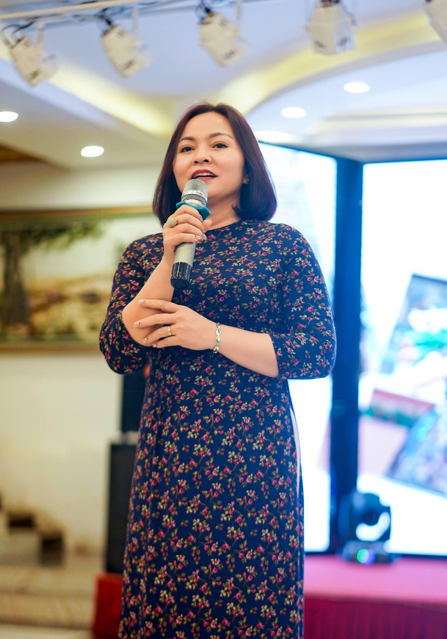 Cô Phạm Thị Kim Huế- Hiệu trưởng nhà trường phát biểu