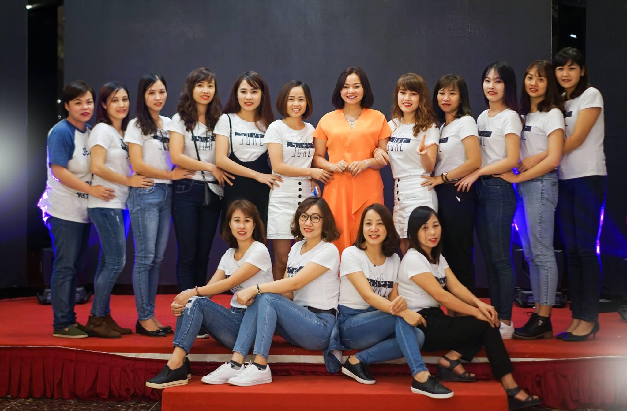 Tập thể giáo viên nhân viên Cơ Sở 2