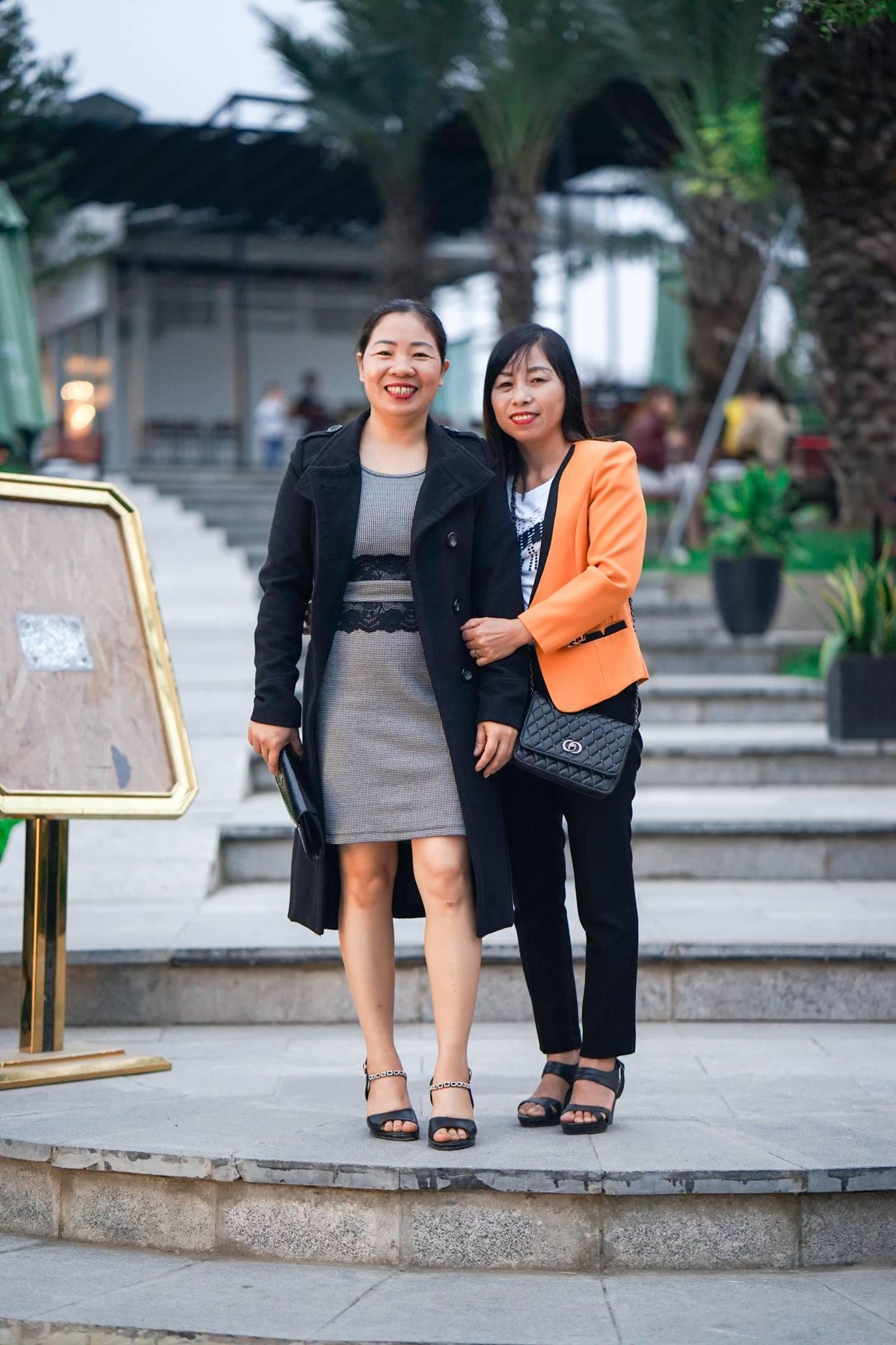 Bác Trương Thị Ngân, Nguyễn Thị Nhi nhân viên cấp dưỡng của nhà trường.