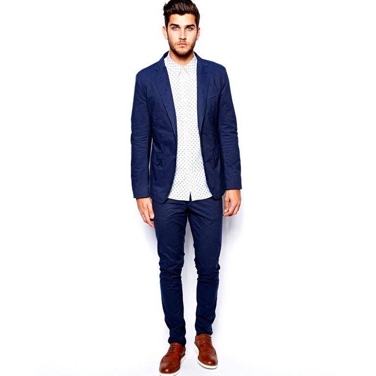 Nổi bật với những bộ vest xanh giúp phái mạnh thêm phần trẻ trung, thu hút.